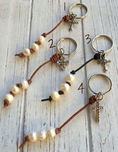 FREE G-BOX,Freshwater Pearl Leather Keychain,pearl on leather keychain,pearl with leather keychain,p Pearl Crafts, Pearl Party, Cute Keychain, Spoon Jewelry, Church Crafts, Bracelet Crafts, Craft Bags, Crafts To Make And Sell, Leather Flowers
