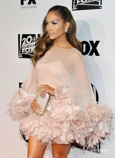 JLo in Marchesa feathers mini dress Gala Dresses, Short Dresses, Wedding Dresses, Elegant Dresses, Beautiful Dresses, Feather Fashion, Feather Dress, Pinterest Fashion, Party Fashion