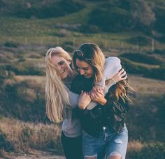 Discover recipes, home ideas, style inspiration and other ideas to try. Best Friends Shoot, Best Friend Poses, Cute Friends, Photoshoot Ideas For Best Friends, Cute Friend Pictures, Friend Photos, Sister Photos, Friend Senior Pictures, Crazy Pictures