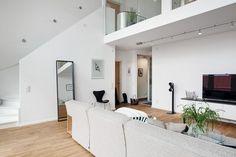 Elegante sala de doble altura
