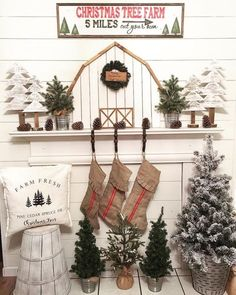 Farmhouse Christmas Mantel Decor via Christmas Tree Farm, Farmhouse Christmas Decor, Christmas Mantels, Christmas Signs, Country Christmas, Christmas Holidays, Christmas Crafts, Christmas Decorations, Holiday Decor