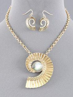 Elegant Chunky Nautilus Shell Abalone Statement Design Gold Chain Necklace Set #uniklook #necklacesearringsset