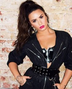 How Demi Lovato is living her best life after rehab – Celebrities Woman Demi Lovato Style, Demi Love, Beautiful People, Beautiful Women, Poses, Female Singers, Woman Crush, Role Models, Celebrity Crush