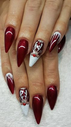Christmas Red Stiletto Nail Art Ideas – Easy Designs for Holiday Nails - Christmas nails Cute Christmas Nails, Xmas Nails, Holiday Nails, Fun Nails, Christmas Holiday, Christmas Ideas, Xmas Nail Art, Christmas Acrylic Nails, Holiday Ideas