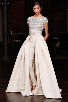 be still my <3. This would be the most gorgeous Wedding Gown. wow