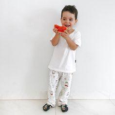 Aquele sorriso de quem achou a mini melancia engraçada  boa noite! #familia