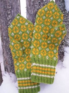 Finely Hand Knitted Estonian Mittens in Green by NordicMittens