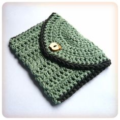 Little Treasures Crochet Envelope coin purse pattern   could use an antique mother of pearl button