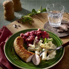 Bratwurst mit Schwarzwurzel-Rahmgemüse und Rote Bete-Püree Rezept | LECKER