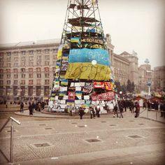 В лесу родилась елочка...Майдан. Киев 2014