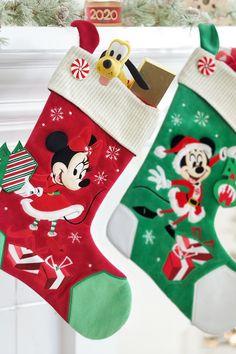 Christmas Feeling, Cozy Christmas, Christmas Time, Vintage Christmas, Christmas Crafts, Holiday, Disney Christmas Stockings, Christmas Tree Themes, Christmas Scenes