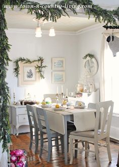Farmhouse Holiday Dining Room