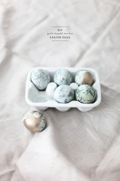 DIY Gold-Dipped Marble Eggs | Style Me Pretty