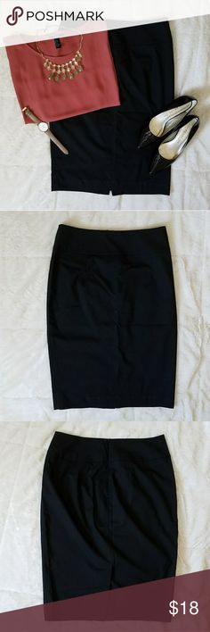 Mossimo Pencil Skirt Never worn. Great condition. Mid length. Been sitting in my closet for years now. Mossimo Supply Co. Skirts Pencil
