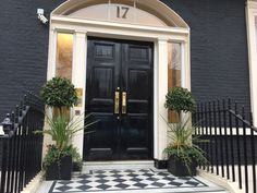 Marylebone, London. Pinned by www.vessou.com Made in England. Timeless design, handcrafted. #pots #planters #vasi #interiors #interiordesign