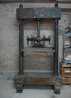 large standing book press/Boy would I love to have one this big...mine is very small.