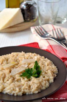 Risotto cacio e pepe Cacio E Pepe Recipe, Rice Recipes, Healthy Recipes, Italian Food Restaurant, Salty Foods, Appetisers, My Favorite Food, Italian Recipes, Appetizer Recipes