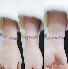 "9,916 Likes, 53 Comments - 타투이스트 바늘 (@tattooist_banul) on Instagram: "": Flower Bracelet  . . #tattooistbanul #tattoo #tattooing #bracelet #bracelettattoo #flowertattoo…"""