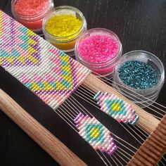 Love the colours on this and the way they used extra space on the loom for the earrings