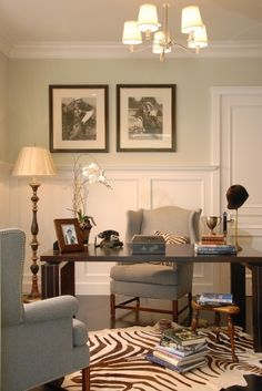 Mesa y sillón con alfombra de zebra