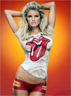 Body Art Painting is a form of an art. It takes skills and creativity to create a good body art painting. It's amazing how body art painting artists create these amazing arts. Marisa Miller, Look Body, Face And Body, Cuerpo Sexy, Painted Clothes, Girl Body, Sports Illustrated, Woman Painting, Painting Art