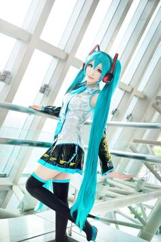 Find images and videos about cosplay, vocaloid and hatsune miku on We Heart It - the app to get lost in what you love. Cosplay Anime, Kawaii Cosplay, Hatsune Miku Costume, Miku Hatsune Cosplay, Epic Cosplay, Cute Cosplay, Amazing Cosplay, Cosplay Outfits, Cosplay Wigs