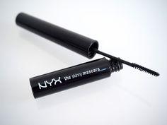 OSTOLAKOSSA: Micro Mascara niille pienimmille. Esittelyssä NYX The Slim Mascara, jossa on uskomattoman pieni harja. Nyx, Straightener, Mascara, Beauty, Mascaras, Beauty Illustration