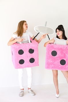 DIY Fuzzy Dice Group Costume Clever Halloween Costumes, Halloween Cosplay, Halloween Diy, Group Costumes, Cool Costumes, Costume Ideas, Hello Autumn, Holidays And Events, Dice