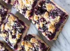 Side angle shot of 6 blueberry crumble bars arranged in 2 rows. A buttery shortbread-like base, juicy blueberry filling & crumbly crumble topping - these Blueberry Crumble Bars are so easy & delicious! Blueberry Crumble Bars, Blueberry Cookies, Blueberry Squares, Frozen Blueberry Recipes, Blueberry Bread, Healthy Blueberry Desserts, Blackberry Dessert Recipes, Easy Blueberry Cobbler, Blueberry Cheesecake Bars