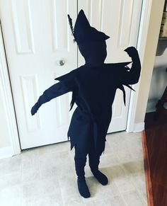 This Peter Pan's Shadow Halloween costume is honestly one of the coolest things since sliced bread! Boy Costumes, Diy Halloween Costumes, Halloween Kids, Halloween Party, Disney Costumes, Peter Pan Musical, Shadow Costume, Peter Pan Shadow, 5sos Funny