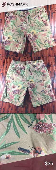 Zara Man Floral Shorts Zara Man Floral Shorts, inseam is 8 inches and Rise is 10 inches. In great condition❤️ Zara Shorts Flat Front