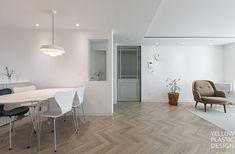 분당 샛별마을 우방 31평 아파트 인테리어_분당에서 스톡홀름 느끼기 : 네이버 블로그 Living Spaces, Living Room, Interior Architecture, Dining Table, Lights, Bedroom, House, Furniture, Home Decor