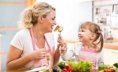 Eine ungesunde Ernährung ist die Ursache vieler gesundheitlicher Störungen. Doch was genau bedeutet ungesunde Ernährung? In diesem Teil unserer Internetseite informieren wir Sie über weit verbreitete Ernährungs-Irrtümer, über deren mögliche Folgen für die Gesundheit und nicht zuletzt über die Möglichkeiten, wie man es besser und gesünder machen kann.