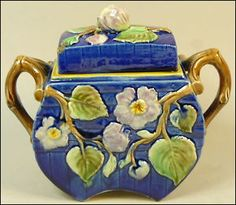A-WONDERFUL-ANTIQUE-STAFFORDSHIRE-MAJOLICA-POTTERY-POT-COVER-C-1875
