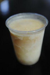 Limber de queso Ingredientes:  - 8 onzas de queso crema - 1 lata de leche condensada - 1 lata de leche evaporada - 1 lata de agua - vainilla y canela a gusto - azúcar a gusto  Mezclar el queso y demas ingredientes en un vaso americano o licuadora. Si no cabe todo, hacerlo en dos pasos y luego mezclar en un envase mas grande. Hechar en vasitos plásticos y congelar.