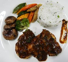 Grilled chicken with barbecue sauce served with herbed rice and sauteed vegetables. To enjoy delectable global cuisines, visit Aubergine - The Global Café. For table reservations, call +91 20 4100 4100