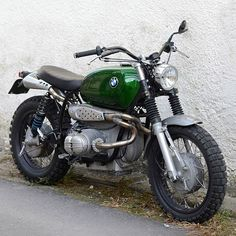 Green goblin. 1972 BMW R60/5 city cruiser with a nice little crew cut courtesy of France's @motorieep. #bmw #r60 #builtnotbought #streettracker #vintagemotorcycle #dropmoto #airhead #scrambler