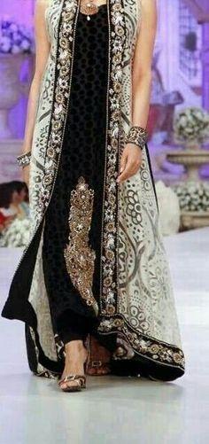 Pakistani fashion dress Source by devikasujata dress pakistani Pakistani Couture, Indian Couture, Pakistani Outfits, Indian Outfits, Pakistani Gowns, Indian Attire, Indian Wear, Party Kleidung, Desi Clothes