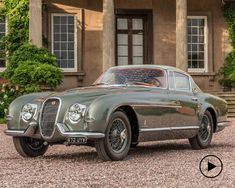 Classic Motor Cars has taken one of the rarest Jaguars ever made and added its own unique twist to an incredible restoration project. This special Jaguar Jaguar Xk120, Classic Motors, Classic Cars, Retro Cars, Vintage Cars, Carros Jaguar, Jaguar Models, Jaguar Cars, Automobile