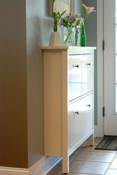 *** Zapatero HEMNES de IKEA *** Hemnes, Shoe Cabinet, Tall Cabinet Storage, Small Hallways, Small House Decorating, Hall Design, Decorate Your Room, Home Decor Inspiration, Entryway Decor
