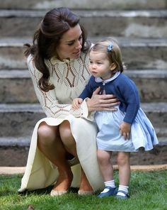 Royal Tour: Prince George and Princess Charlotte play | Australian Women's Weekly