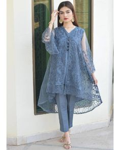 pakistani dress design Source by dress pakistani Pakistani Party Wear Dresses, Simple Pakistani Dresses, Pakistani Fashion Casual, Indian Fashion Dresses, Pakistani Dress Design, Pakistani Outfits, Kurti Designs Pakistani, Indian Gowns, Pakistani Bridal