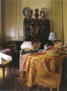The Art of the Room - In Search of the Sublime in Design: Textile designer Jennifer Shorto's Paris apartment, featured in the September 2009 issue of The World of Interiors, with photography by Alexandre Bailhache.  www.theartoftheroom.com