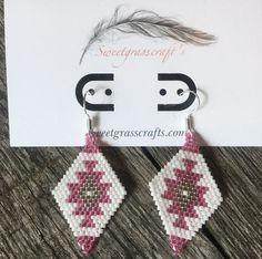 Beaded Earrings Patterns, Beading Patterns, Beaded Jewelry, Brick Stitch Earrings, Seed Bead Earrings, Seed Beads, Black Earrings, Diamond Earrings, Wire Ornaments