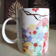 Cherry blossoms come back again to Taiwan 2015  花下野餐馬克杯.  ! Very much Japanese this year's Starbucks' sakura mugs , aren't they ?? 16 oz