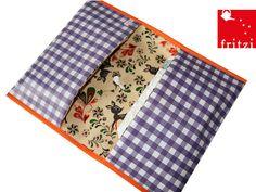 Wickeltasche aus Wachstuch * Windeltasche von fritzi aus Bremen auf DaWanda.com. Da gibt´s noch mehr Schönes für Kleine. #xmas #Geschenkidee #Bremen