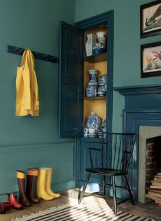 I love the between the studs cupboard for this traditional American home. The paint colors are from the Williamsburg Color Collection by Benjamin Moore paints: Spotswood Teal walls, Everard Blue Trim, Damask Yellow inside the cupboard. Room Colors, House Colors, Paint Colours, Murs Turquoise, Wythe Blue, Interior Paint, Interior Design, Yellow Interior, Interior Colors