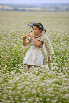 ♫♪ Music ♪♫ everywhere... girl and flowers Melody