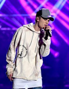 justin bieber amas 2015 performance in rain 01 Tumblr Boys, Justin Bieber Look, Justin Bieber Wallpaper, Rain Jacket, Bomber Jacket, My Big Love, App, Cool Photos, Windbreaker