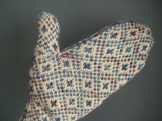 (Modified Endpaper Mitts - using a variegated yarn as the CC, for great faux-isle effect) - free pattern Crochet Crafts, Yarn Crafts, Knit Crochet, Knit Mittens, Knitted Gloves, Knitting Ideas, Knitting Patterns, Yarn Inspiration, Fingerless Mitts